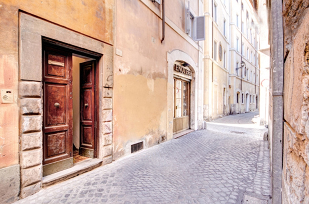 Outside of the apartment in Rome. Photo taken from the internet. June 2014